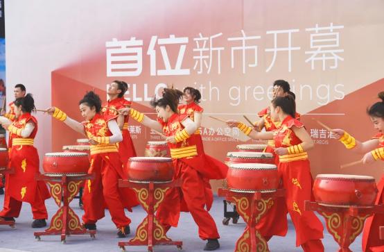 """大虹桥商圈添新成员 """"首位""""奥特莱斯新市开幕 打造上海乃至长三角商业文化新地标"""